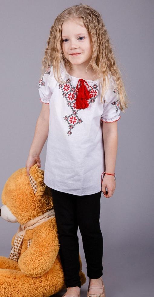 Вышитая детская блуза с геометрическим узором