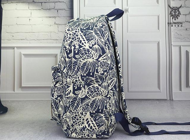 Рюкзак в листьях