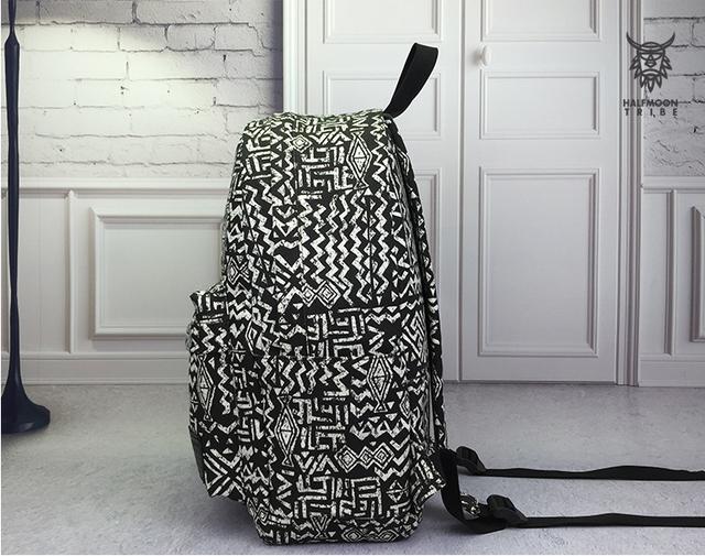 черно-белый рюкзак для города
