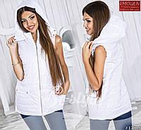 Женский стильный жилет на синтепоне с капюшоном 886 \ белый