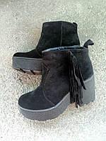 Женские замшевые ботиночки  черные.