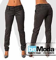 Эффектные женские приталенные брюки с низким поясом и принтом в мелкую клетку коричневые