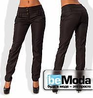 Деловые женские брюки приталенного кроя с оригинальным высоким поясом из полированного стрейч-коттона черные