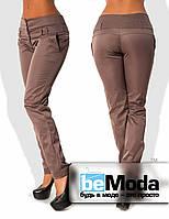 Деловые женские брюки приталенного кроя с оригинальным высоким поясом из полированного стрейч-коттона кофейные