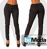 Эффектные женские приталенные брюки с низким поясом и принтом в мелкий узор коричневые