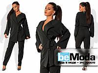 Необычный женский брючный костюм из свободного удлиненного жакета на завязках и строгих брюк черный