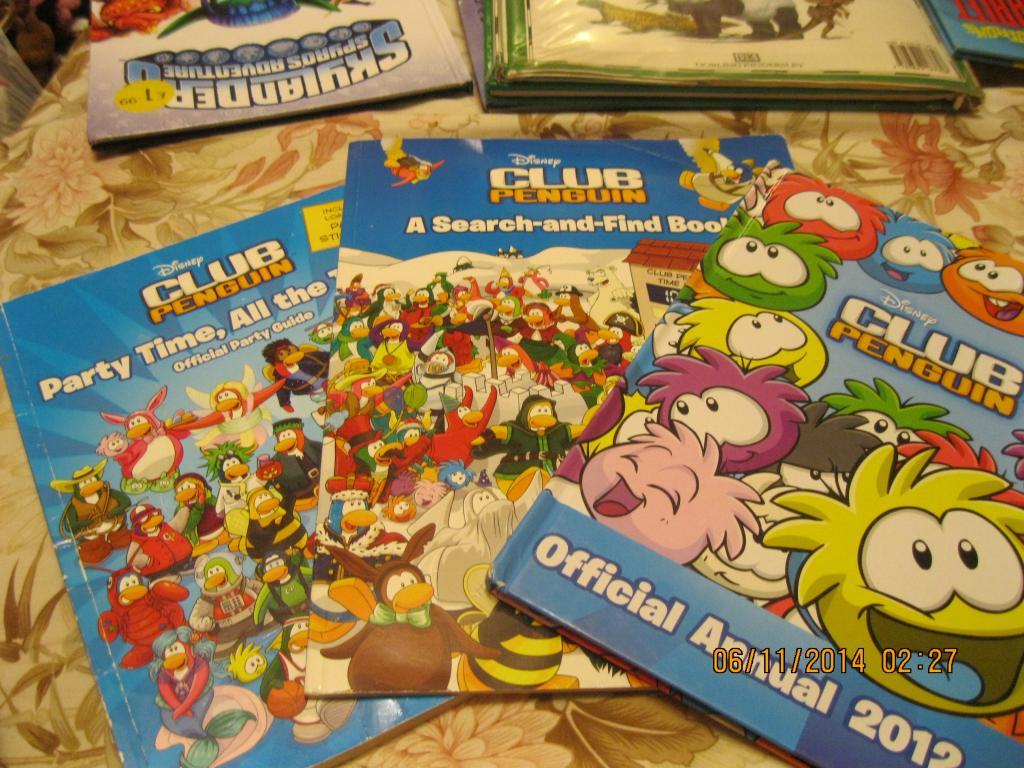 Книга На английском языке CLUB PENGUIN  набор 3книги