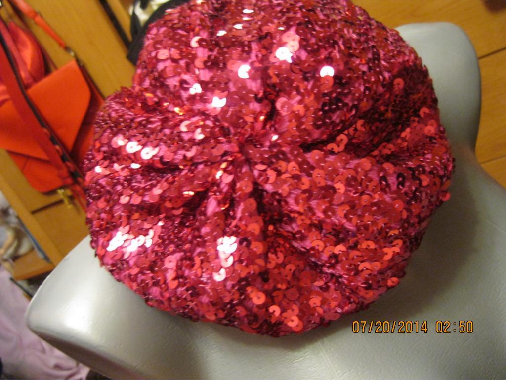 Шапка берет нарядный паетки на11-13 л розовый