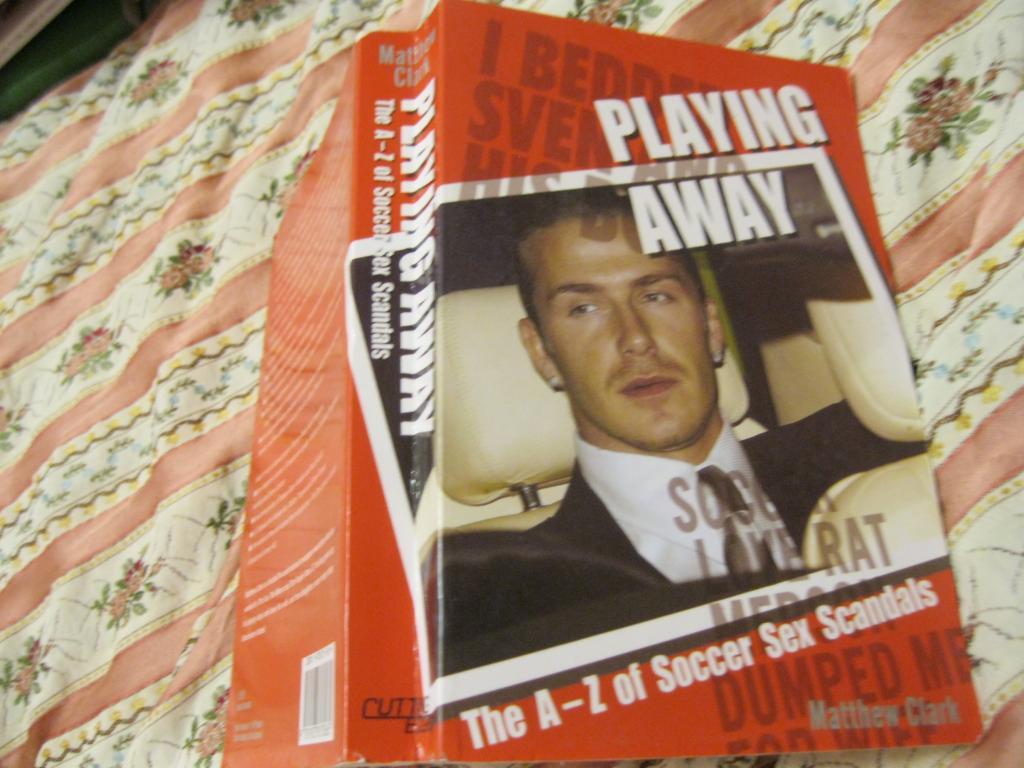 Книга На английском языке PLAING AWAY английский