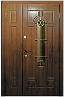 Двери входные металлические полуторные модель 110 С со стеклом и ковкой серия Премиум 100