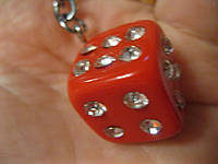 Брелок на ключи красный стразы игральный куб кости