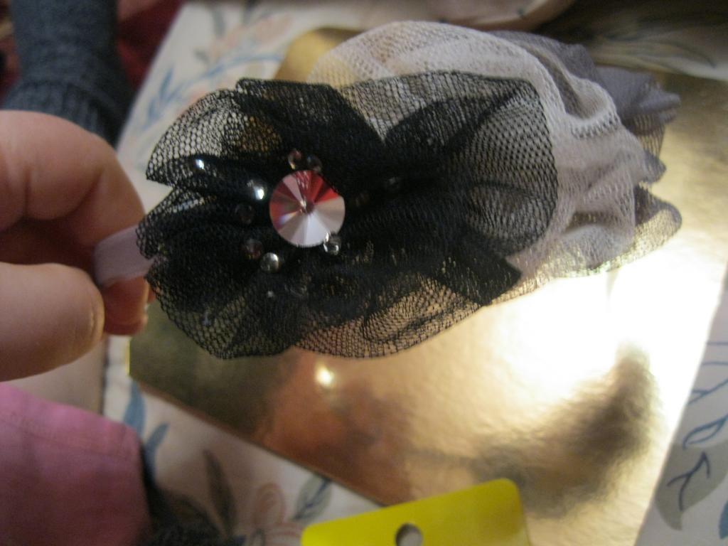 Обруч металлкамень з 3-х ніжних квіток