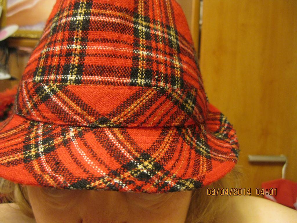 Шляпа красная клетка нетеплая 57-58см