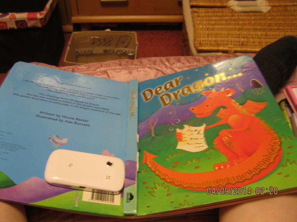 На английском книга DEAR DRACON большая сказки