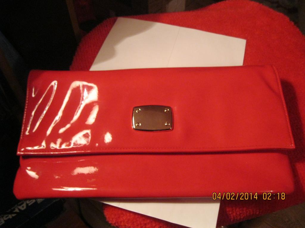 Клатч сумка лаковая новая красный