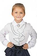 Школьная белая блуза с брошью