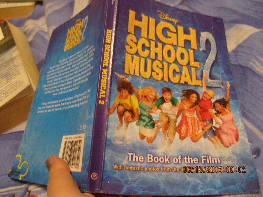 Книга на английском HIGH SCHOOL MUSICAL 2