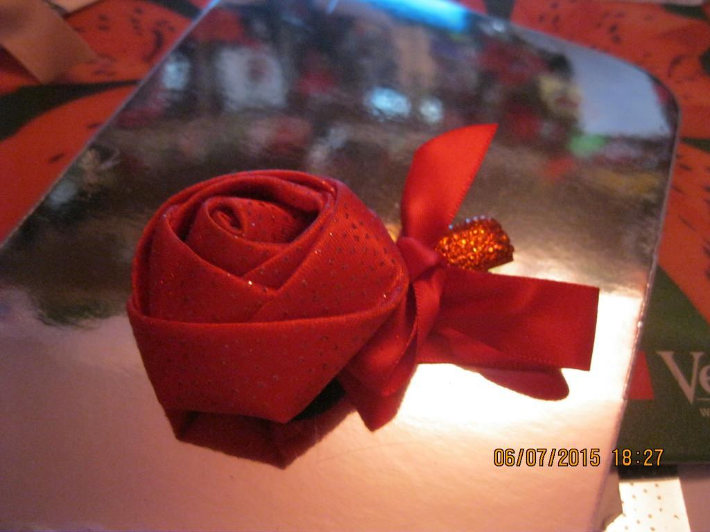 Шпилька уточка заколка зажим невидимка красная цветок роза металл ткань