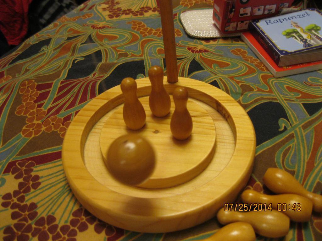 Игра  настольная деревянная из БРИТАНИИ SKITTELS SET кегли