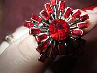 Кольцо перстень красные камни безразмер