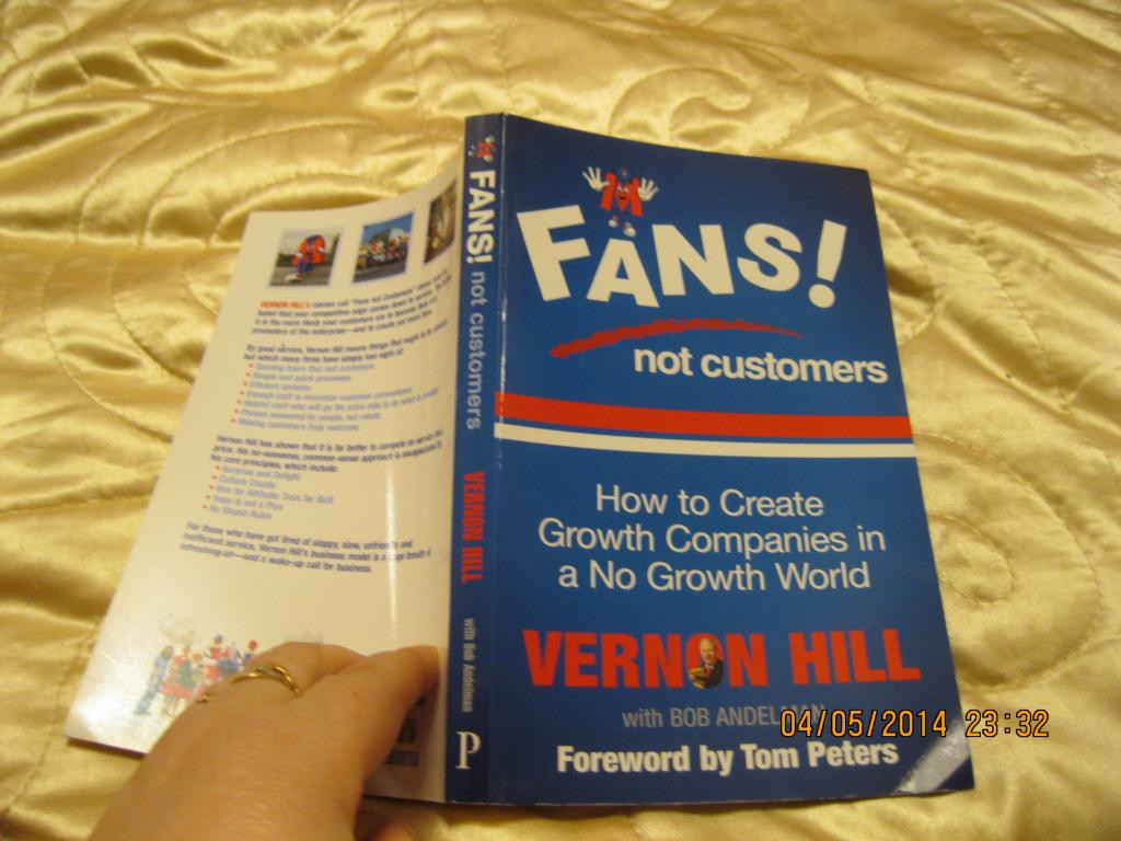 Книга на английском языке Vernon Hill Fans Not Customers: How to Create Growth Companies in a No Growth World