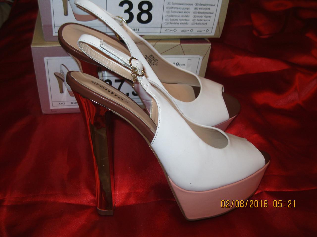 Босоножки женские  белые стильная удачная модная модель 38 р шикарно!