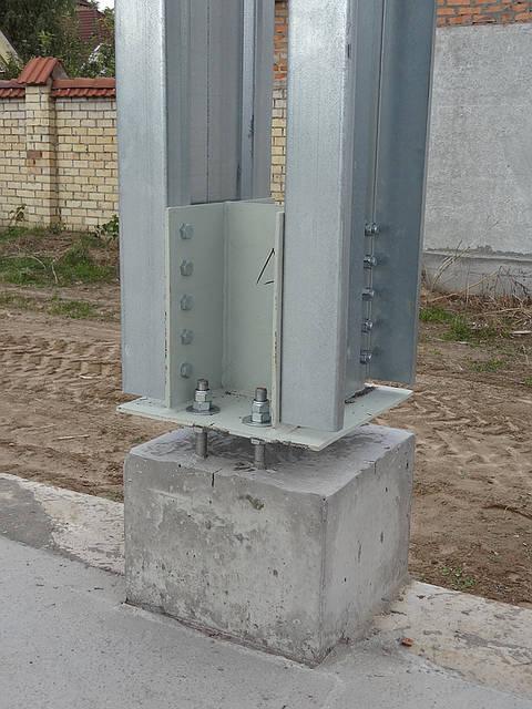База колон.Позже выполнена подливка бетоном.