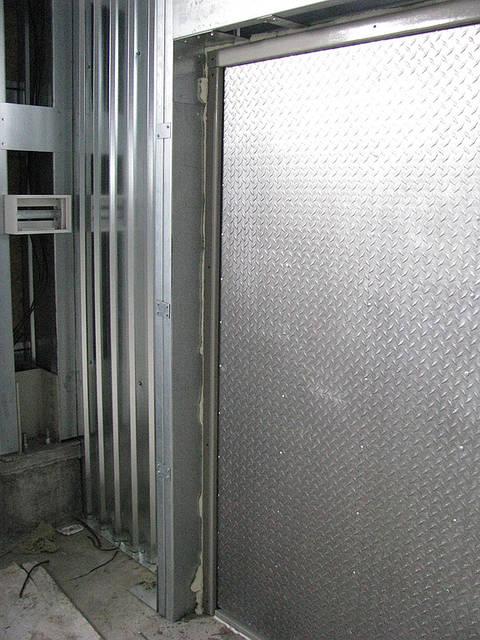 Дверь входная 1,2 х 2 м