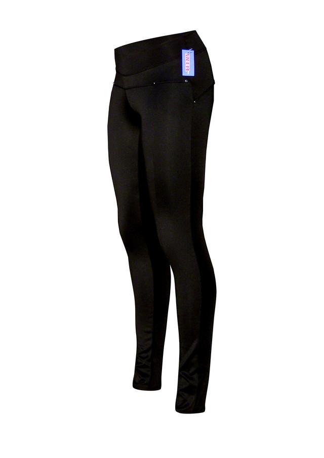 черные узкие брюки современной деталировки