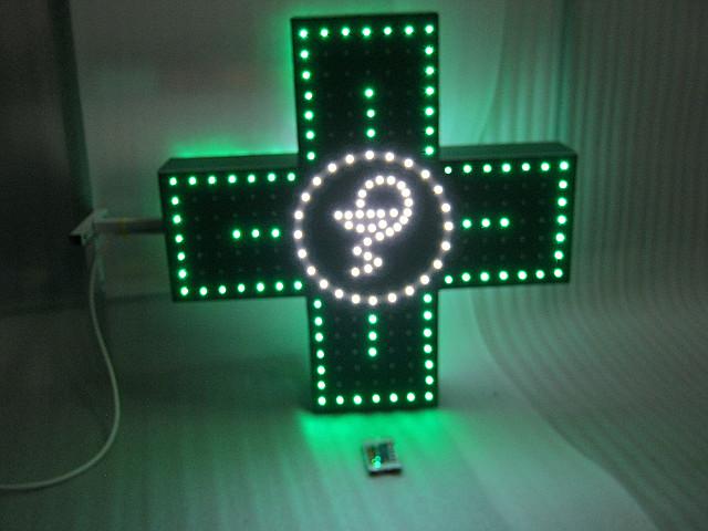 Светодиодный аптечный крест простой.