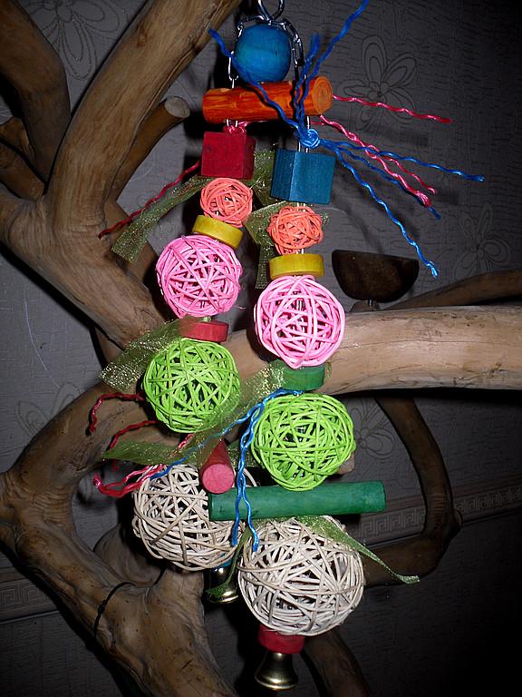 НАШИ РОБОТЫ. Игрушки для попугая дерево, лоза, люфа.