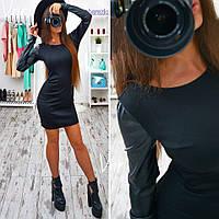 Стильное платье с кожаным рукавом черное