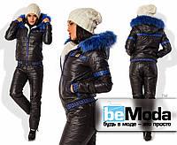 Стильный женский утепленный костюм из куртки с капюшоном и брюк из стеганной плащевки на синтепоне с декоративным узором черный