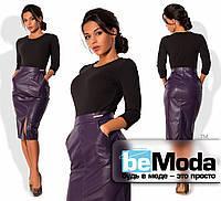 Необычное женское платье, имитирующее кофту из креп-дайвинга и юбку по фигуре из экокожи фиолетовое