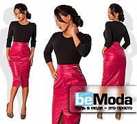 Необычное женское платье, имитирующее кофту из креп-дайвинга и юбку по фигуре из экокожи  розовое