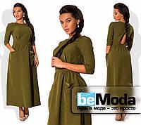 Привлекательное женское платье длиной ниже колен с оригинальным вырезом на спинке и большими накладными карманами оливковое