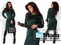 Модное женское платье по фигуре из французского трикотажа с декоративной бахромой из экокожи на груди и на рукавах с поясом в комплекте бутылочное