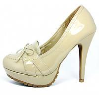 Лоуферы туфли женские бежевые лаковые на каблуке кожаная стелька, Бежевый, 40