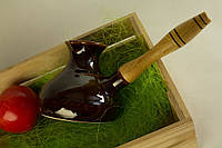 Кофейная турка с деревянной ручкой.