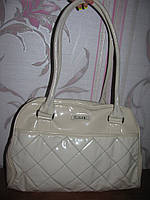 Белая лаковая сумка Laura