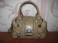 Бежевая сумка Guess