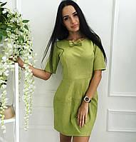 Оригинальное платье, приталенного силуэта, на горловине съемная бабочка в тон платья