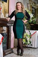 Короткое двухцветное платье с отделкой по линии горловины и на талии