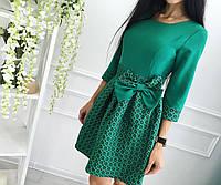 Платье оригинальное, приталенное, выполнено из двух комбинированных материалов, талию декорирует бантик