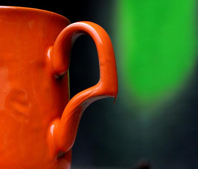 оранжевая краска в баллончике, аэрозоле для метала, пластика, дерева, керамики