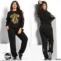 Спортивный костюм: кофта и штаны, декорированы контрастным принтом золотого цвета.
