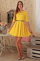 Красивое платье модного желтого платья