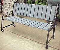 Садова лавка з дерев'яним сидінням і спинкою та металевими боковинами РУ 623
