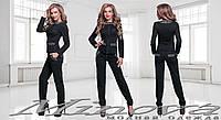 Женский черный костюм: кофта и брюки.