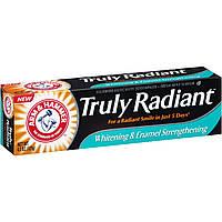 Отбеливающая зубная паста с фтором укрепляющая эмаль Truly Radiant Whitening Enamel Strengthening
